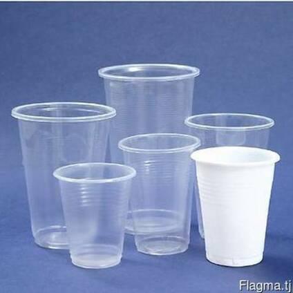 Одноразовый пластиковый стаканы в разных размерах и ланчики